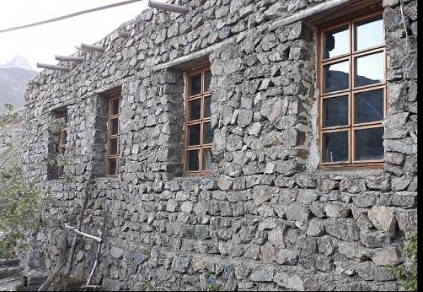 مهمانپذیر ارگ سنگی سنگان